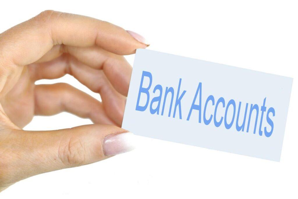 bank accounts bad credit hand holding card
